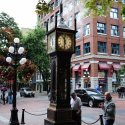 Amy's travel gallery... | Vancouver | Gastown | 街のシンボルである1977年製の蒸気時計 Steam Clock